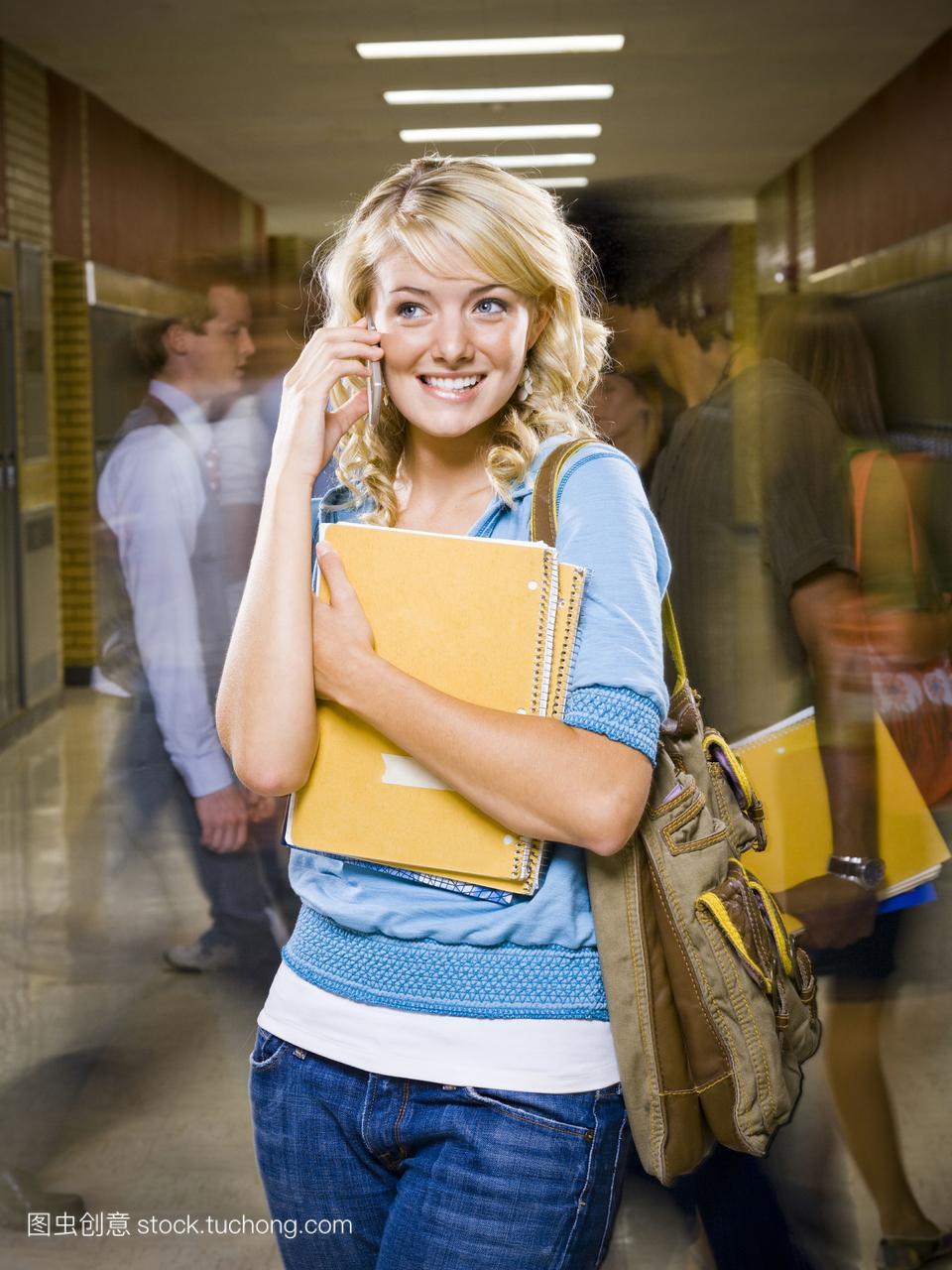 女高中生在高中视频。优酷的学校老师v高中物理是一手机谁上图片
