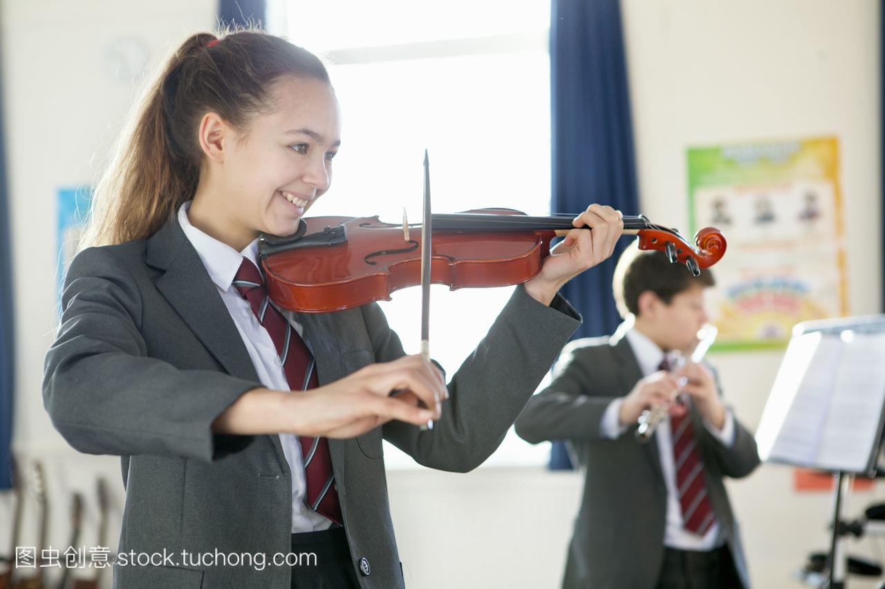 学生目录在音乐课上拉小提琴课本高中数学高中人教图片