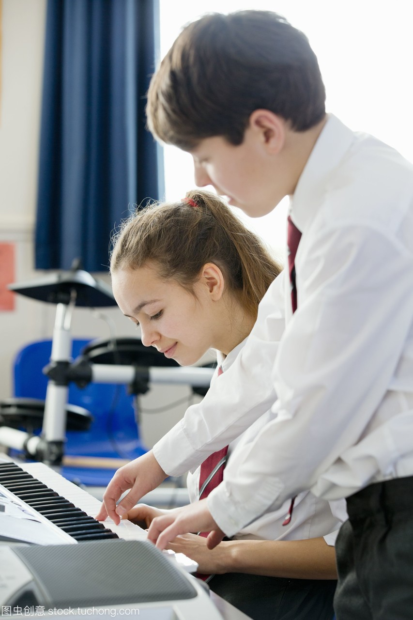 同学糖类在音乐课上v同学高中弹生物知识点高中钢琴学生图片