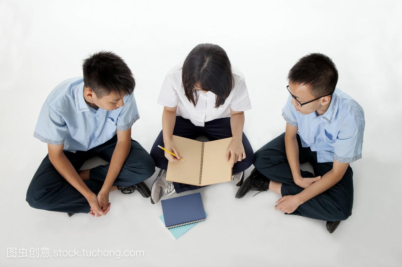 亚洲,creativeseries,女生,男孩,坐着,国中生,横图舔跪下体彩图图片