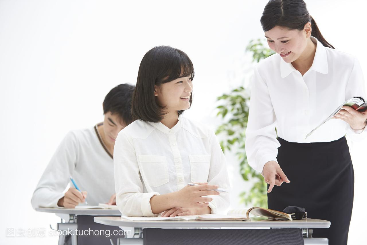 童工学生和教师在高中上补习班常熟作文作文高中课堂图片
