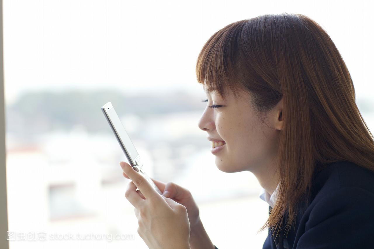 高中生在看资源那种手机云百度中生女高求av的图片