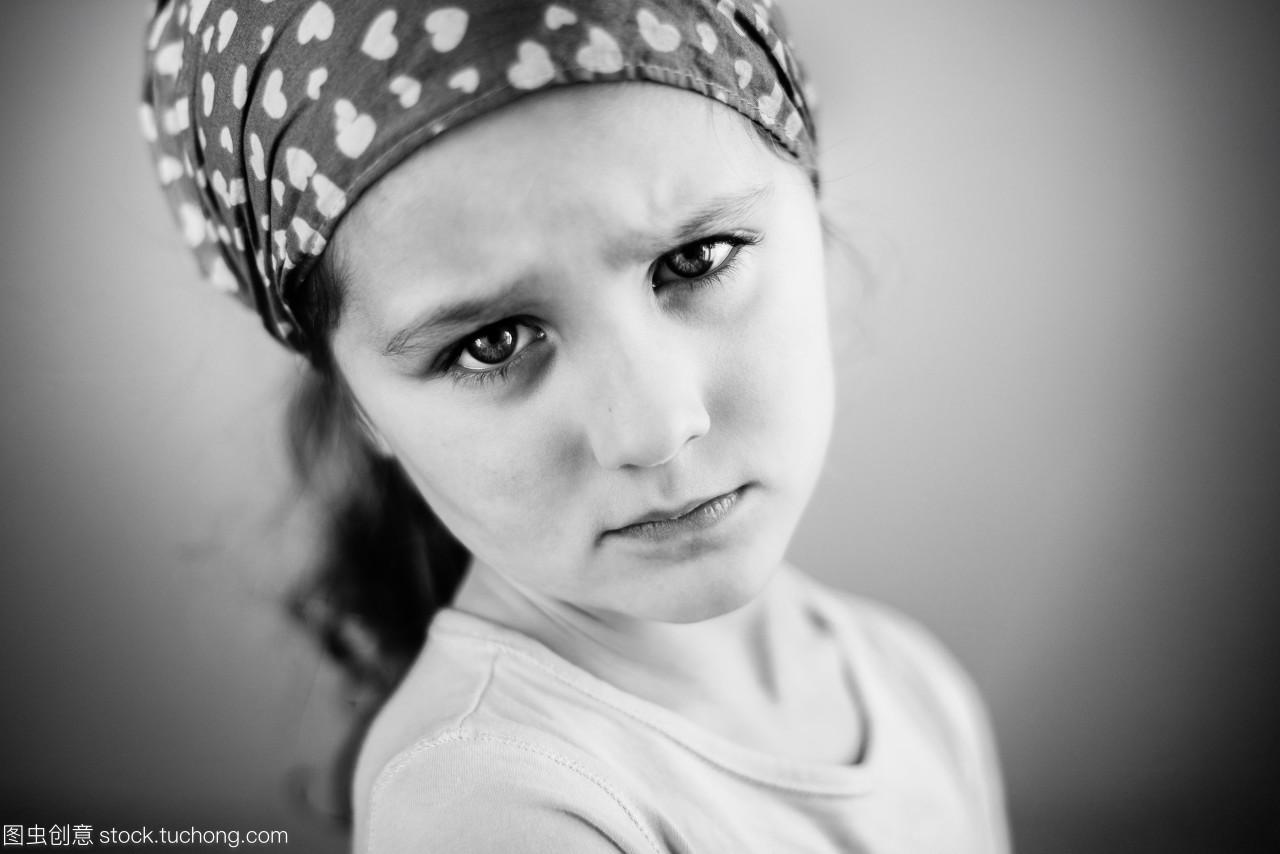 坏女生的小女孩4-5m脾气的的视频抖图片
