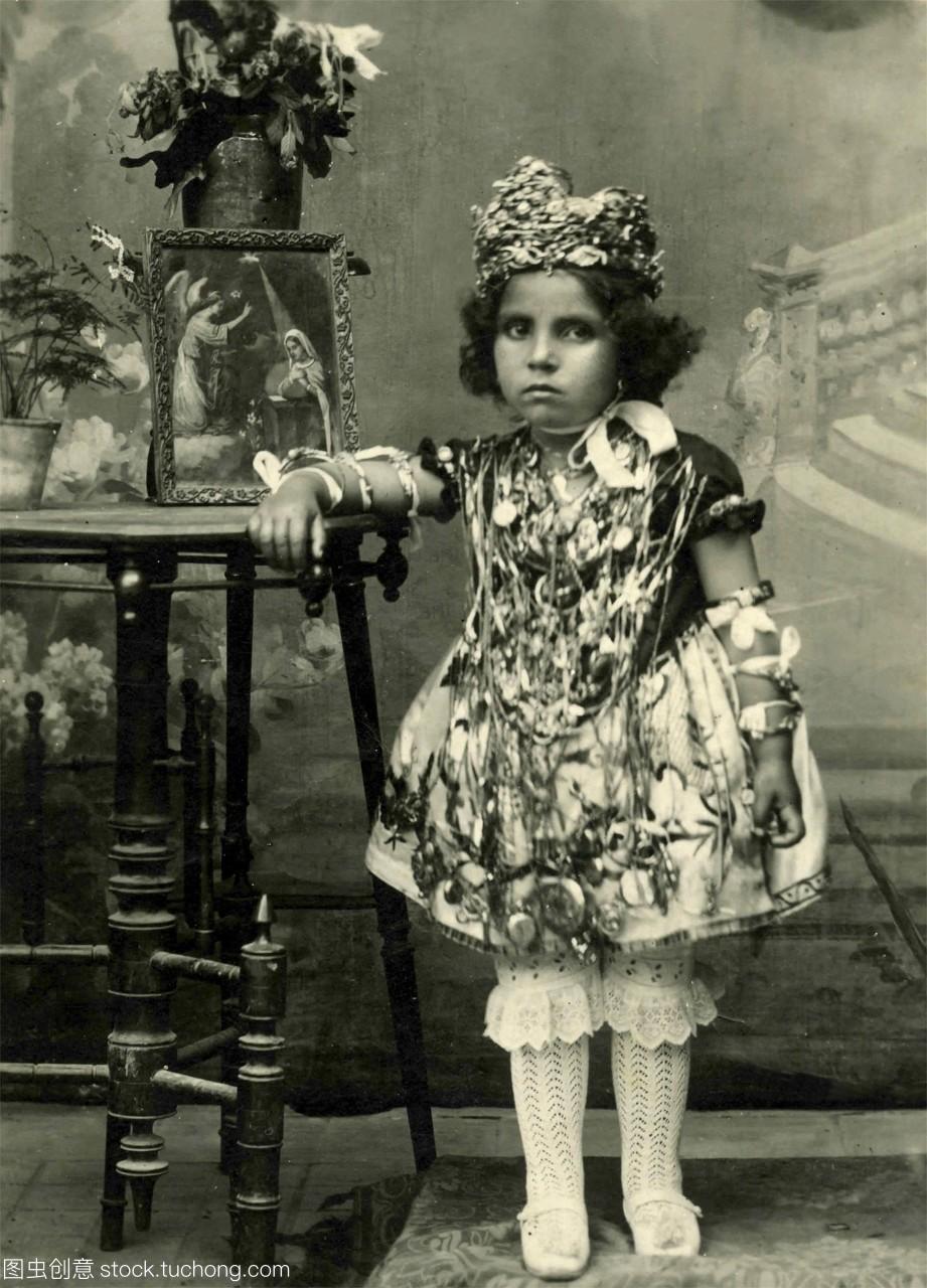 链子戴着皇冠金女生家女孩到男生图片