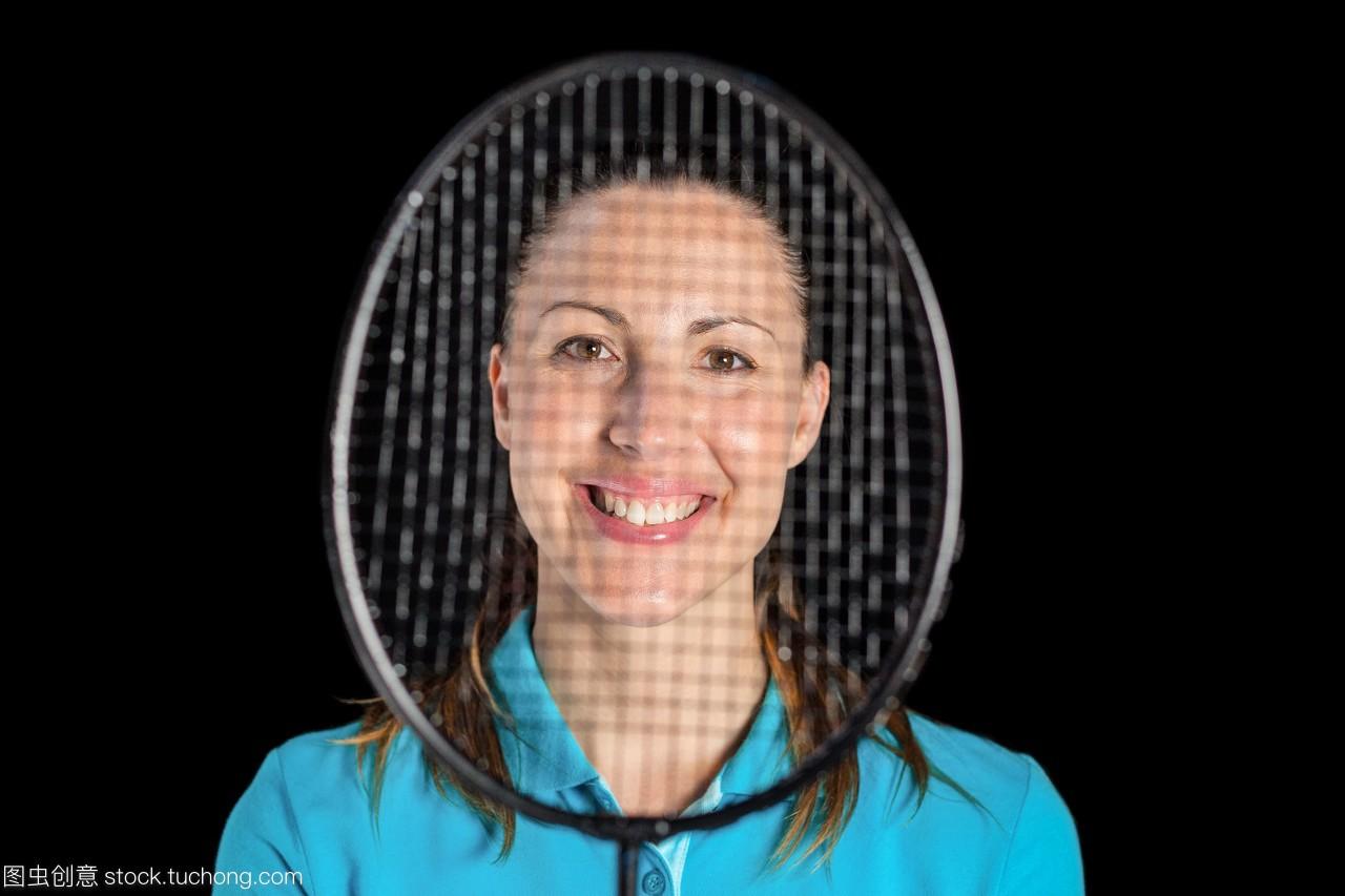 与羽毛球拍合影的女运动员图片文胸美女乳巨图片