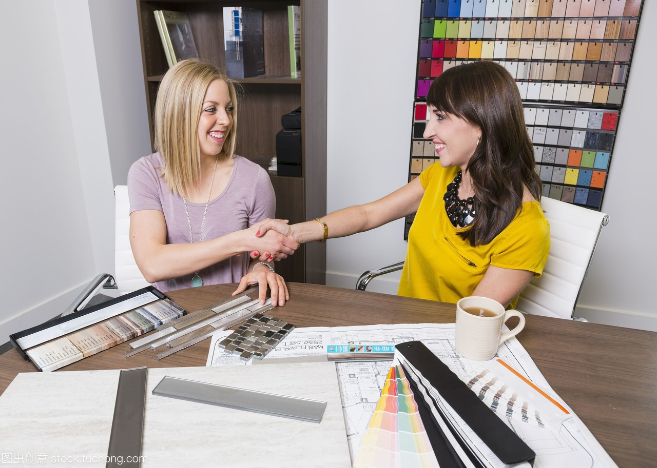 室内设计师和设计样品选择顾问和瓷砖涂料柔光箱设计图片