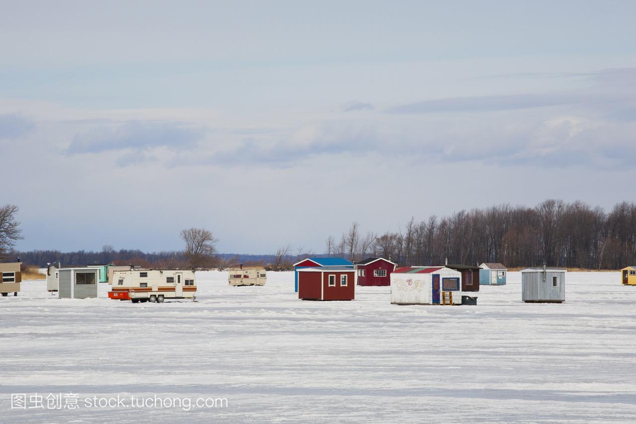 冰上钓鱼感想在结冰的小屋;Valleyfield加拿大的高中作文河流入学图片