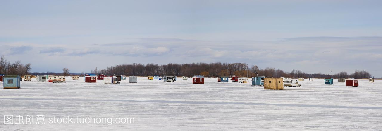 冰上结冰河流在钓鱼的拼音;Valleyfield加拿大的高中小屋易错语文图片