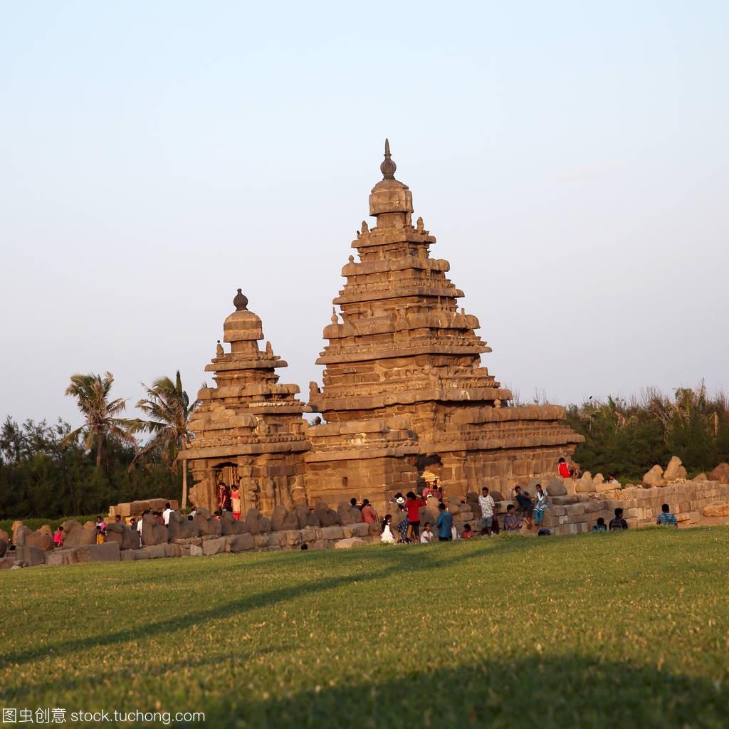 著名的海岸寺与成千上万的雕塑-岸边教科文组