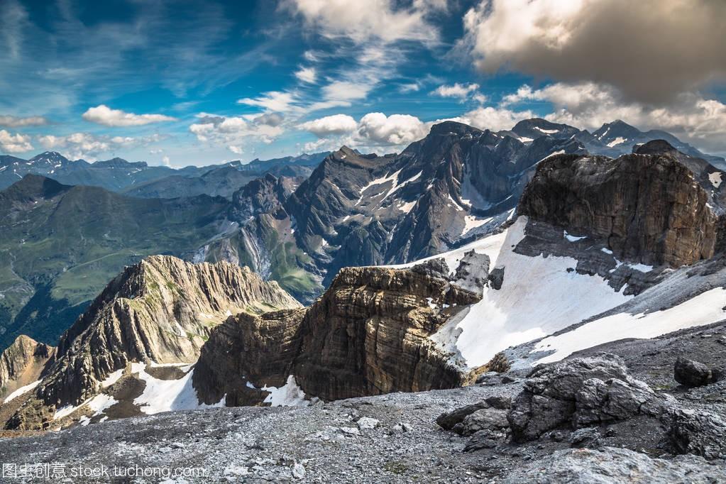 美丽的风景的比利牛斯山
