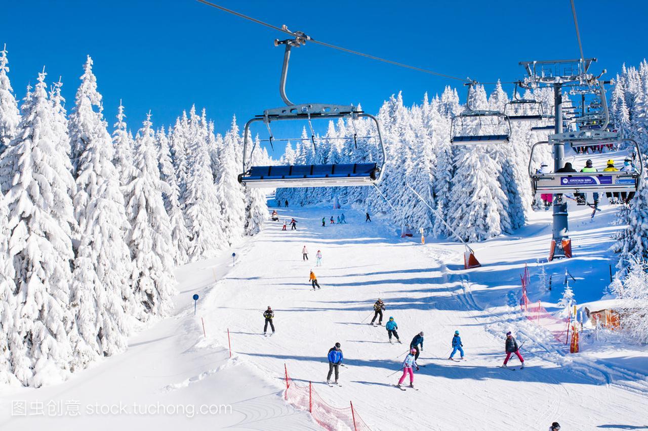 滑雪胜地科帕奥尼克,塞尔维亚,滑雪缆车、 边坡