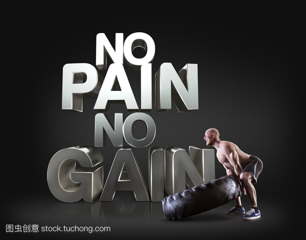 健壮的年轻男人提升轮胎上黑色背景励志健身短