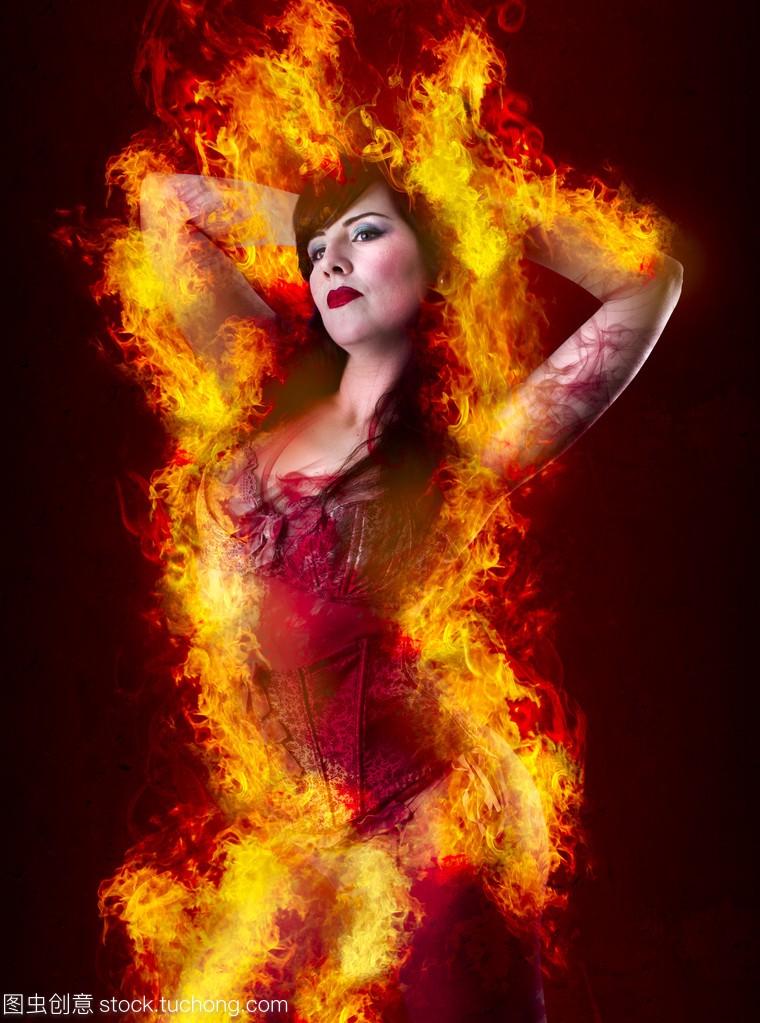 性感的女人内衣在火背景