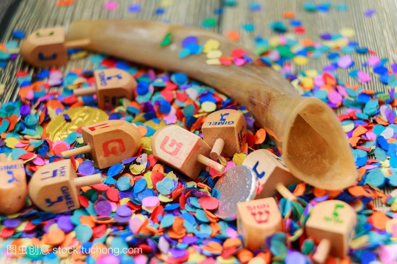 关闭木陀螺和巧克力金币为光明节庆祝活动。以