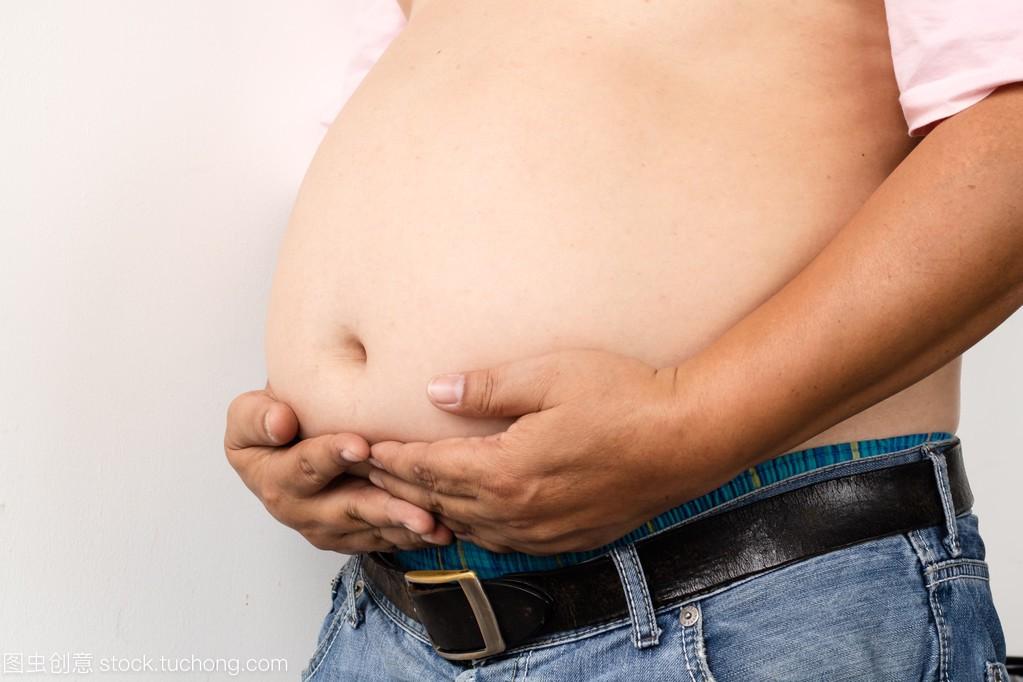 肥胖男性武器提出,人是更有可能堵塞动脉,伙计