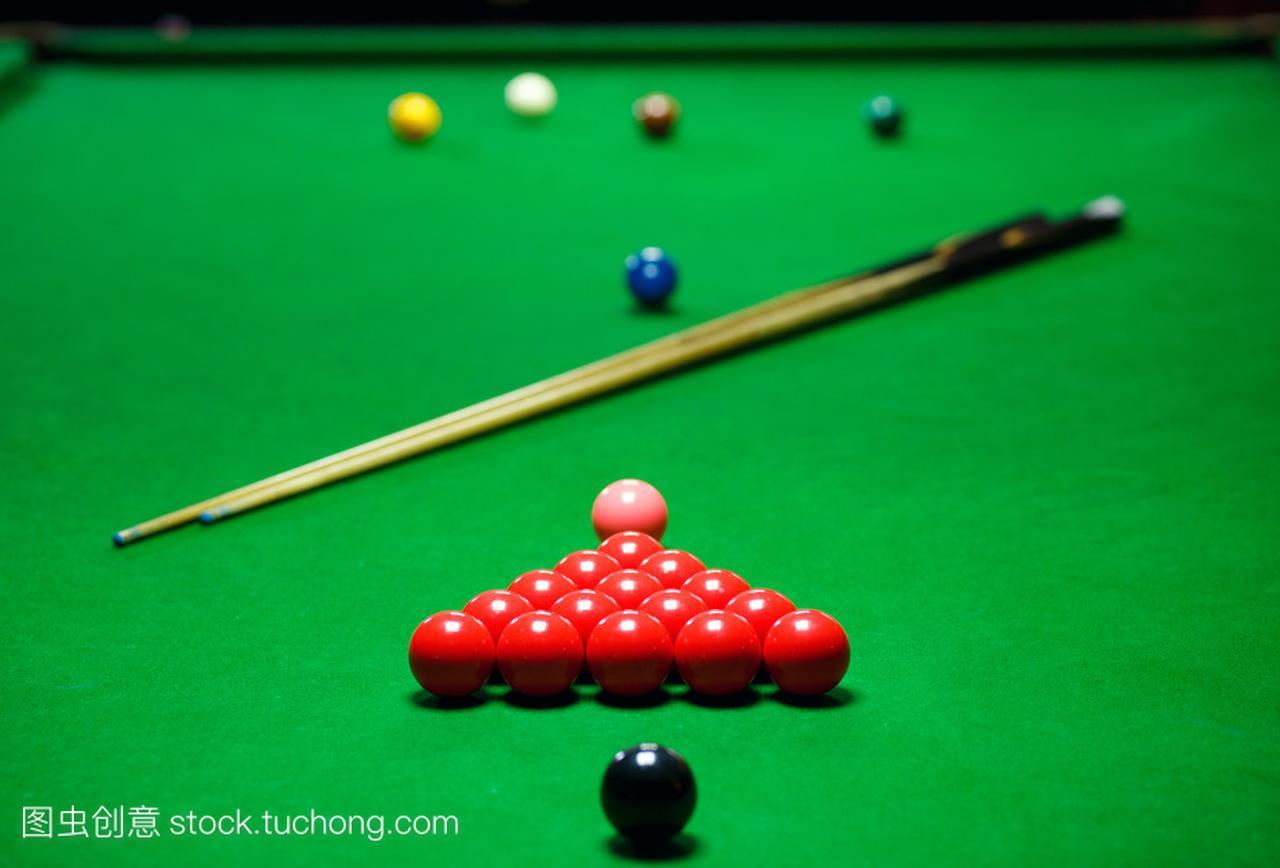 斯诺克台球球套绿色的桌子上