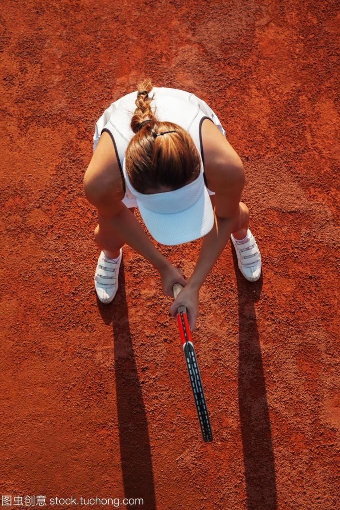 漂亮女网球运动员打一场比赛