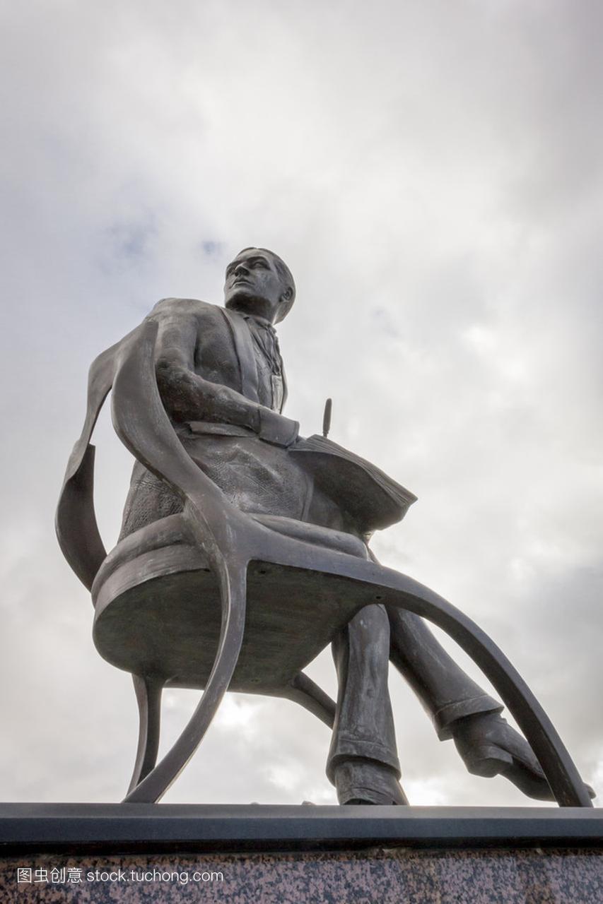 在加的夫湾艾弗 Novello 的雕像