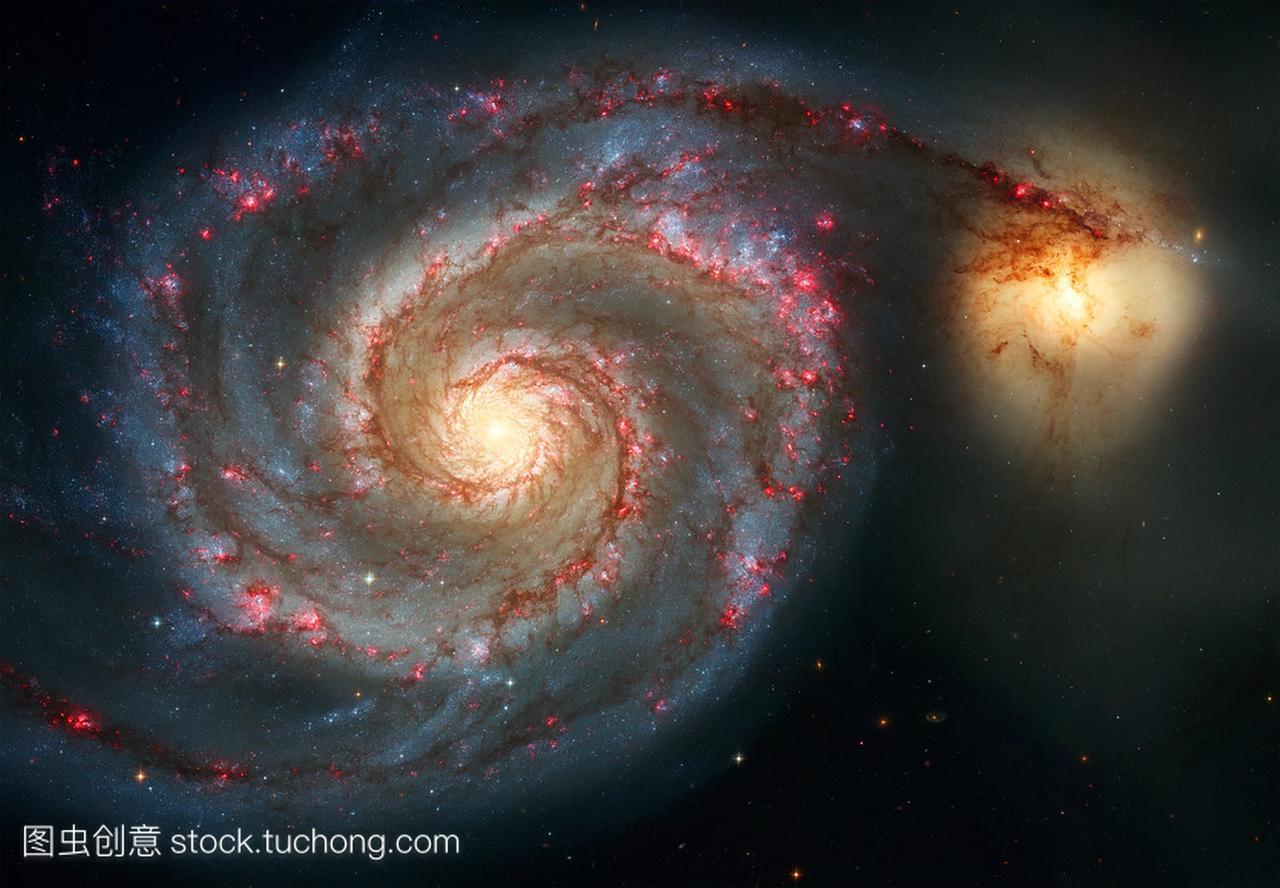 旋涡星系。优雅的雄伟壮观的螺旋星系的怀抱