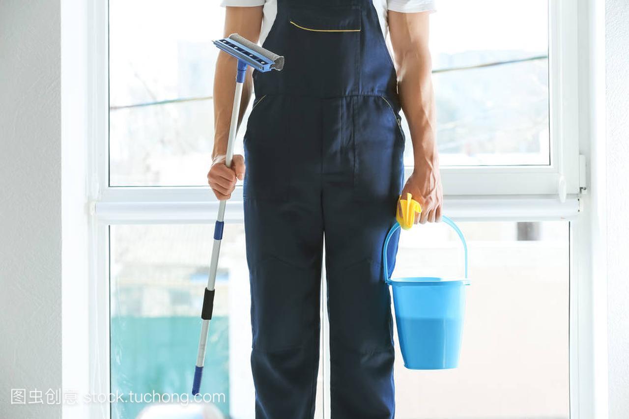清洁与特殊用品在室内的窗口