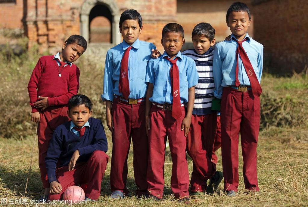 尼泊尔孩子足球队