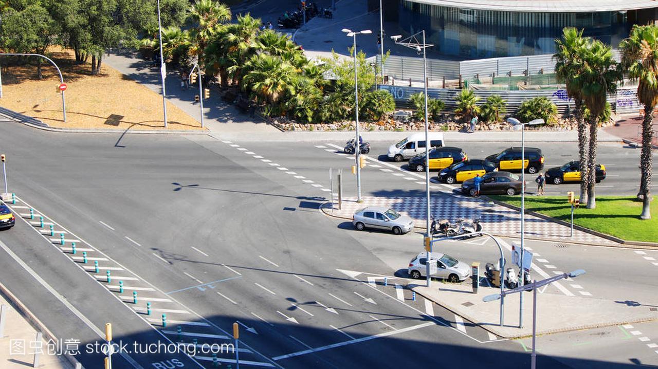 巴塞罗那出租车在马路上