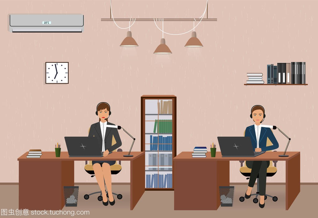 呼叫中心和客户服务办公室与女雇员。工作场所
