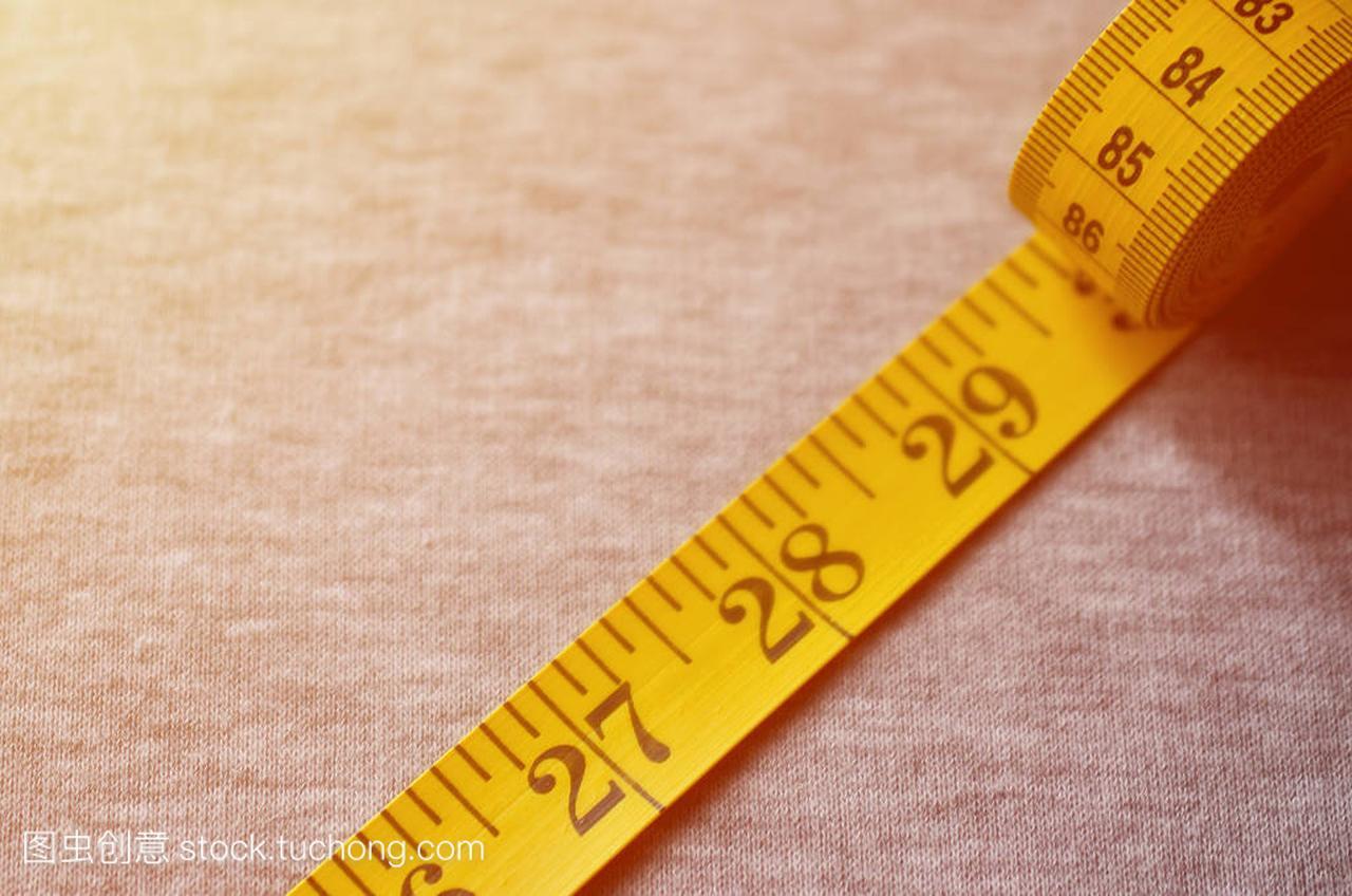 黄颜色的数值指标形式厘米或英寸皮尺位于针织