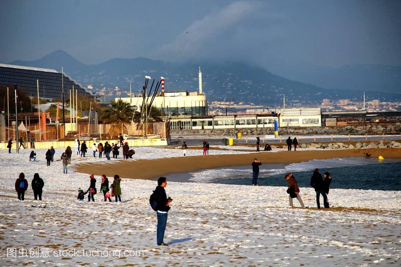 巴塞罗那, 西班牙-2018年2月8日: 人们享受巴塞