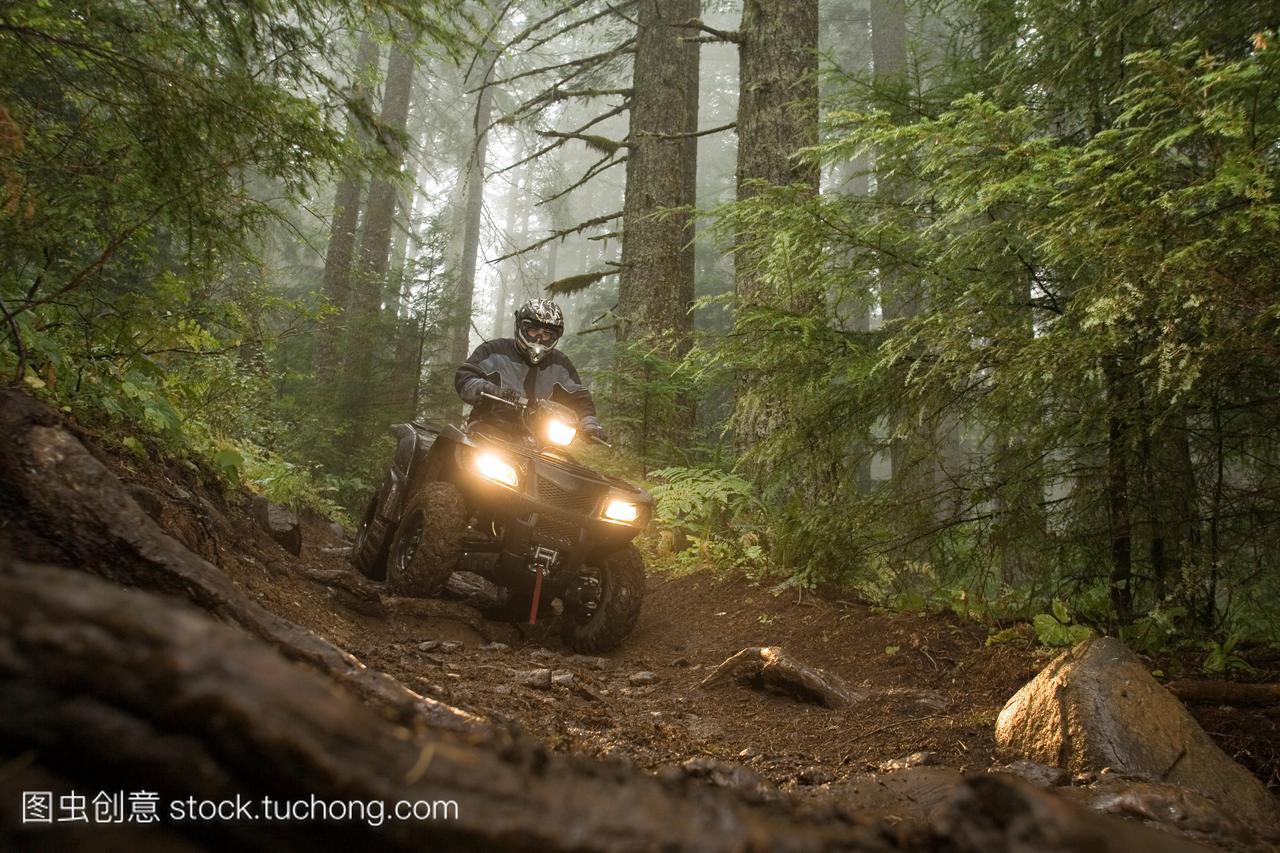 途跋涉,追求,闲暇,风景,风光,路途,骑马,意思,摘要