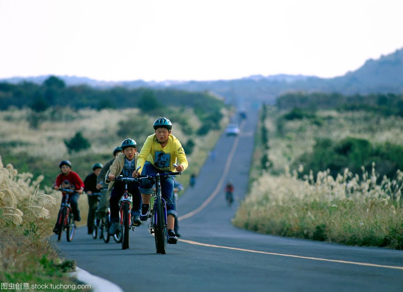 朝鲜,朋友们,富有挑战性,合伙,男人,骑自行车,年