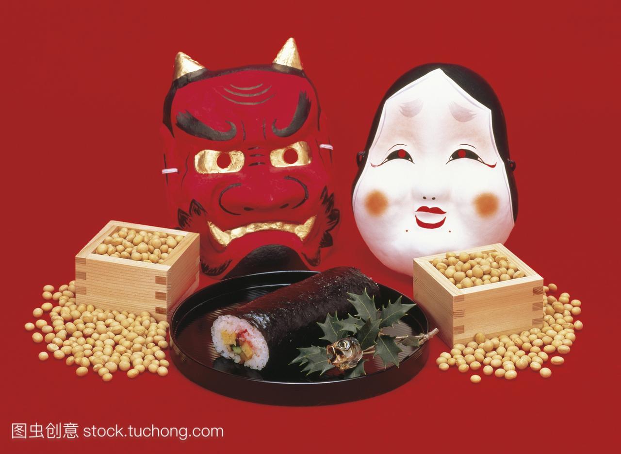 竹箱豆,寿司卷,oni面具和沙丁鱼头装饰的setsu