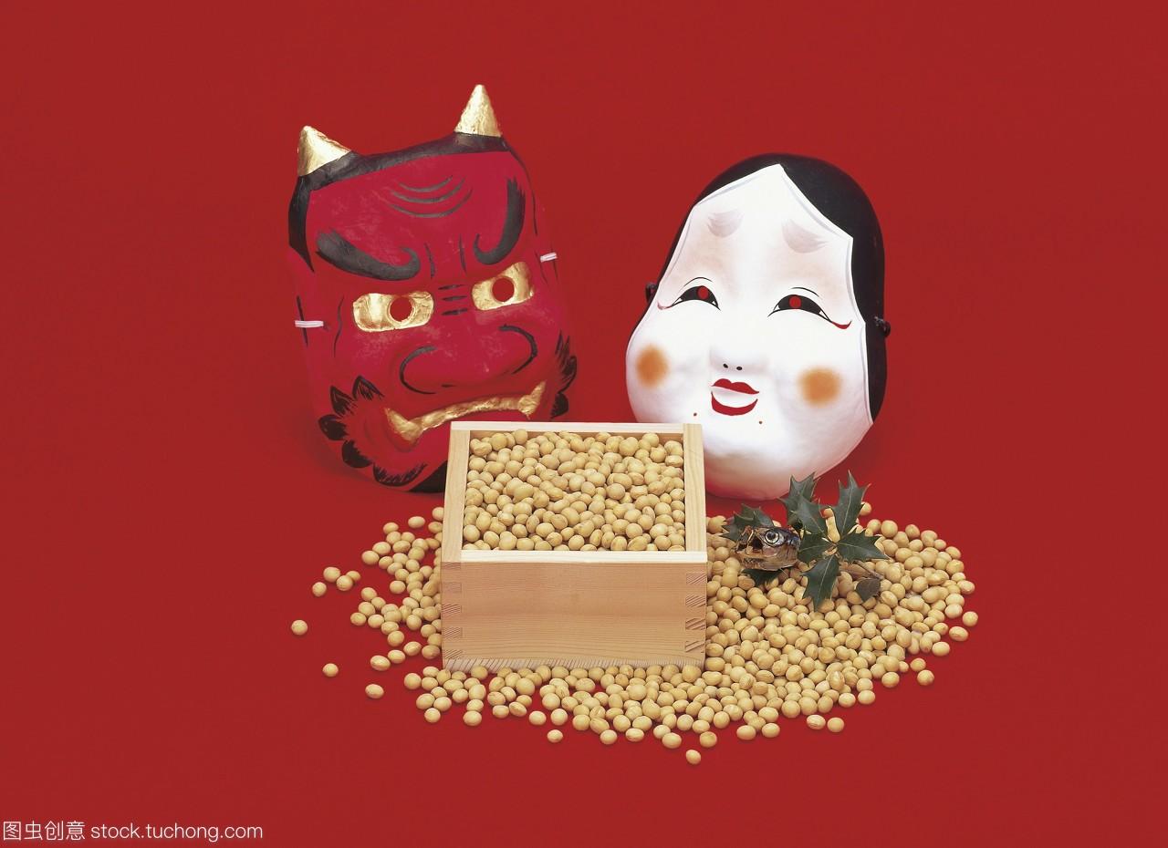 竹盒的大豆,oni面具和沙丁鱼头装饰的setsubun