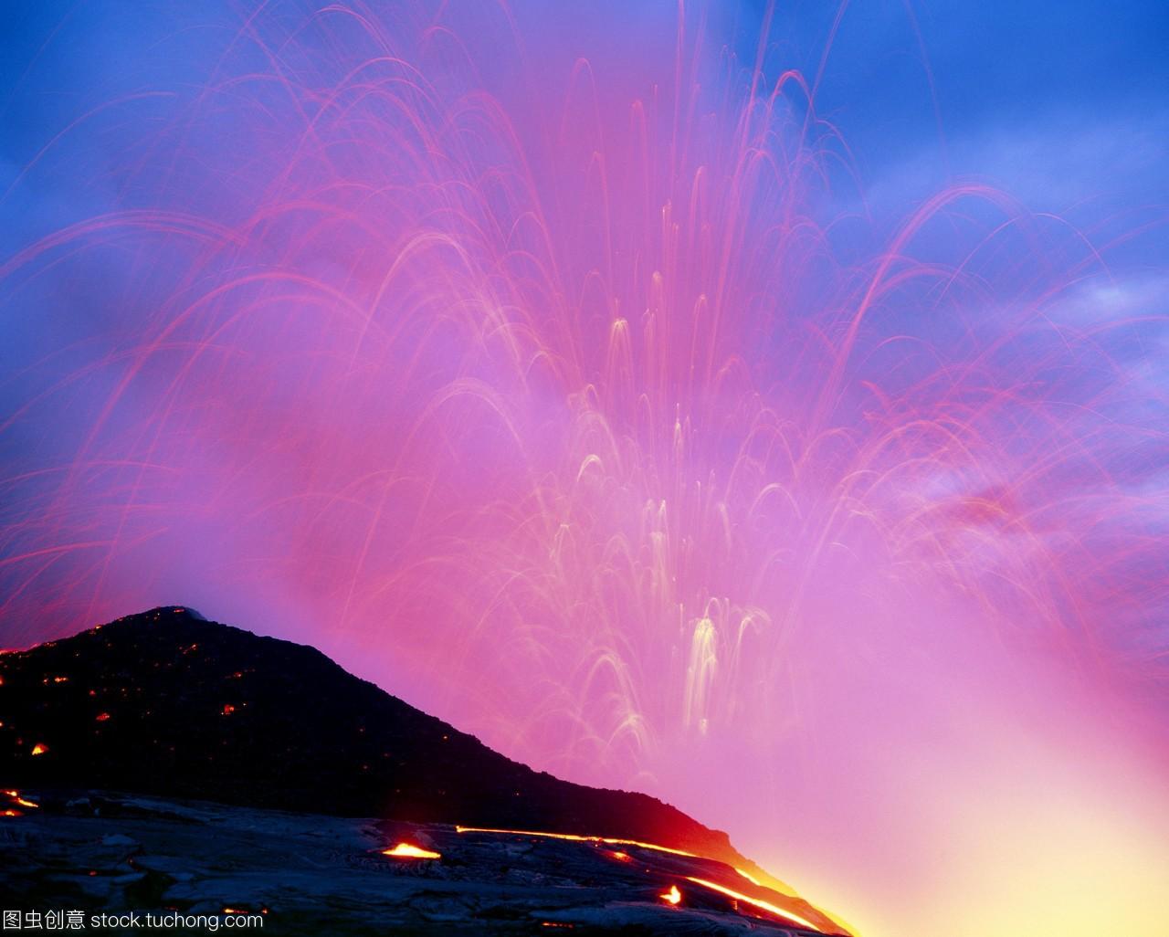 熔岩流。在夏威夷最大的岛屿--夏威夷海岸,熔岩