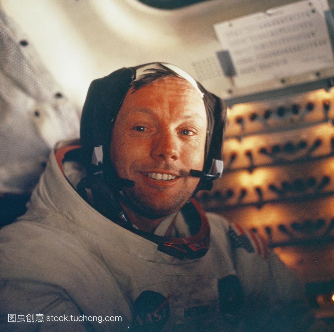 阿波罗11号在登月舱里拍摄指挥官尼尔·阿姆