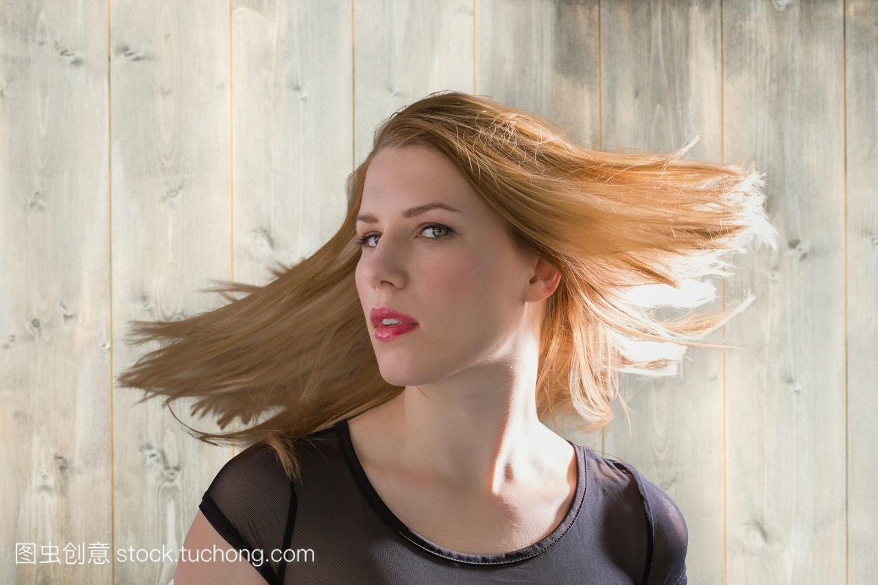 性感金发女郎的复合形象