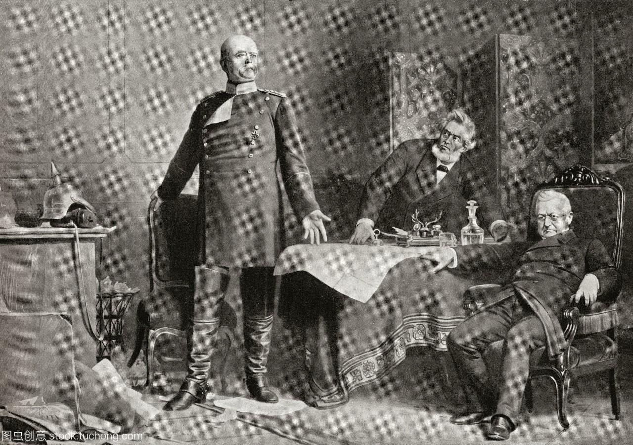 在法国凡尔赛宫,奥托·冯·俾斯麦左和阿道夫